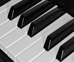 Kam s černými klávesami na klavíru?